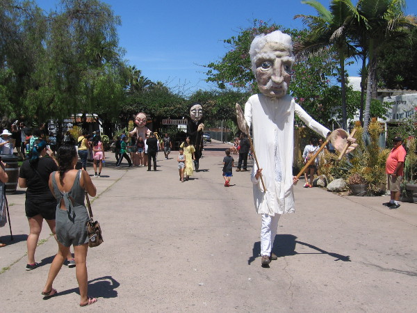 Here comes a tall Mark Twain puppet walking through Old Town San Diego!